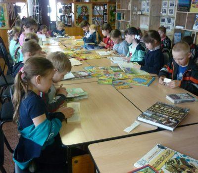 «Стань читателем, дружок!» — экскурсия первоклассников в библиотеку