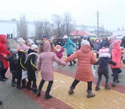 В поселке Таловая  проводили  зиму на центральной площади